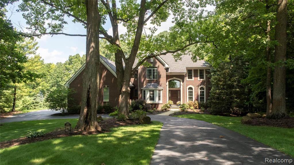 5075 Hilltop Estates Drive - Photo 1