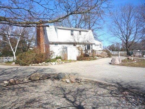 57533 Pontiac Trl, New Hudson, MI 48165 (MLS #R212000450) :: Berkshire Hathaway HomeServices Snyder & Company, Realtors®