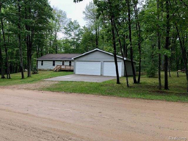 4951 Forest Rd, Harrison, MI 48625 (MLS #R219057846) :: The Toth Team
