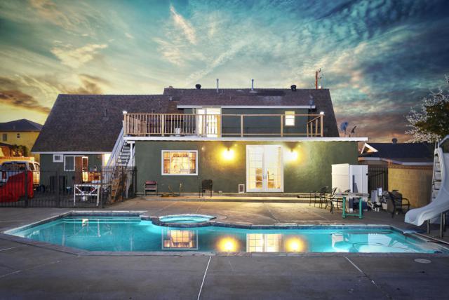 42118 W 55th Street, Quartz Hill, CA 93536 (#17011666) :: Carrington Real Estate Services