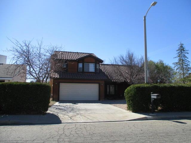 1536 W Newgrove Street, Lancaster, CA 93534 (#18002092) :: The Real Estate Offices of Talbot and Watson