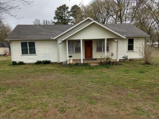 209 W 1st Avenue, Elkins, AR 72727 (MLS #1076498) :: McNaughton Real Estate