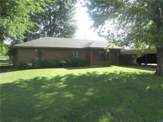 1002 W Cedar  St, Stilwell, OK 74960 (MLS #1091688) :: McNaughton Real Estate