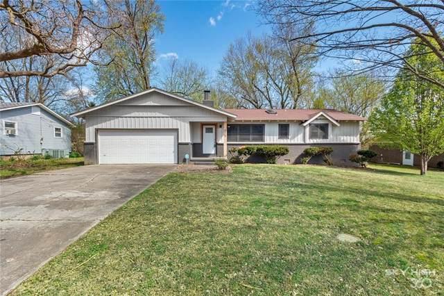 915 11th  St, Rogers, AR 72756 (MLS #1143417) :: McNaughton Real Estate