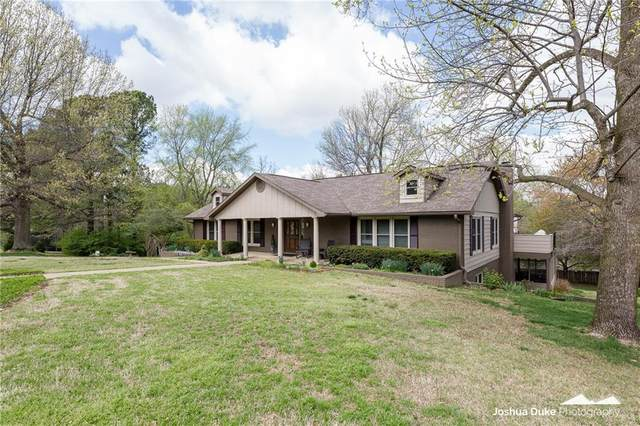1534 Elmwood  Dr, Fayetteville, AR 72703 (MLS #1143849) :: McNaughton Real Estate