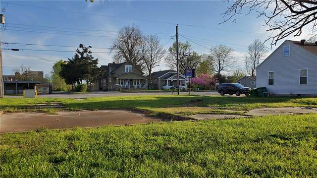 706 W Meadow  Ave, Springdale, AR 72764 (MLS #1143900) :: McNaughton Real Estate