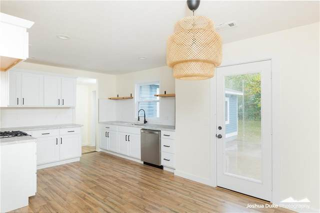 1009 N 10th Street, Rogers, AR 72756 (MLS #1164489) :: McNaughton Real Estate