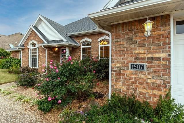 1807 E Brookhaven Drive, Fayetteville, AR 72703 (MLS #1165183) :: Annette Gore Team   RE/MAX Real Estate Results