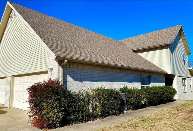 6170 W Milliken Bend, Fayetteville, AR 72704 (MLS #1167169) :: McNaughton Real Estate