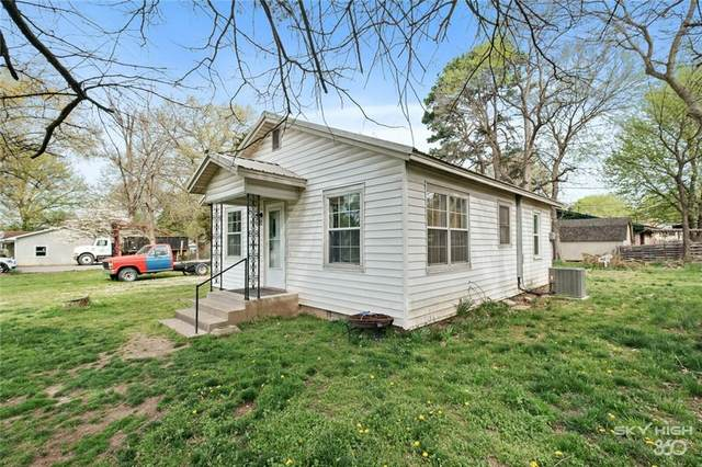 1803 W Oak Street, Rogers, AR 72758 (MLS #1180591) :: McNaughton Real Estate