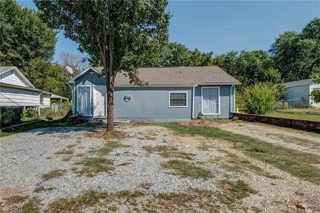 707 S 7th Street, Rogers, AR 72756 (MLS #1196987) :: McNaughton Real Estate