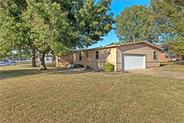 1302 Carriage Way, Fayetteville, AR 72704 (MLS #1197920) :: NWA House Hunters | RE/MAX Real Estate Results