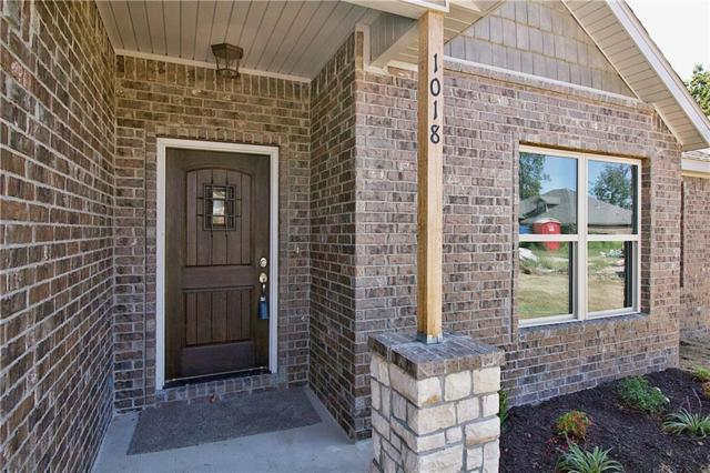 1018 Glass  St, Cave Springs, AR 72718 (MLS #1057929) :: McNaughton Real Estate
