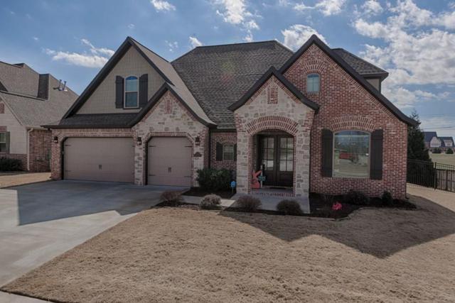 3807 SW Lone Oak Avenue, Bentonville, AR 72712 (MLS #1073861) :: McNaughton Real Estate