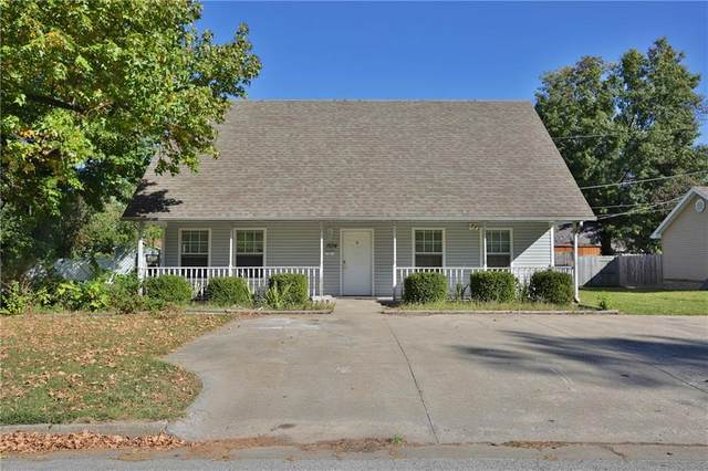 1604 Walker Avenue, Springdale, AR 72762 (MLS #1161986) :: McNaughton Real Estate