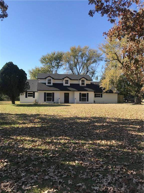 1301 W Morris Avenue, Springdale, AR 72764 (MLS #1159715) :: McNaughton Real Estate