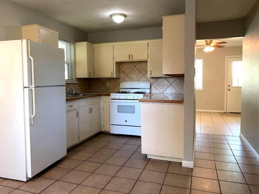 2301 Cottonwood Place - Photo 1