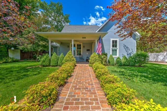 306 SW E Street, Bentonville, AR 72712 (MLS #1187832) :: McNaughton Real Estate