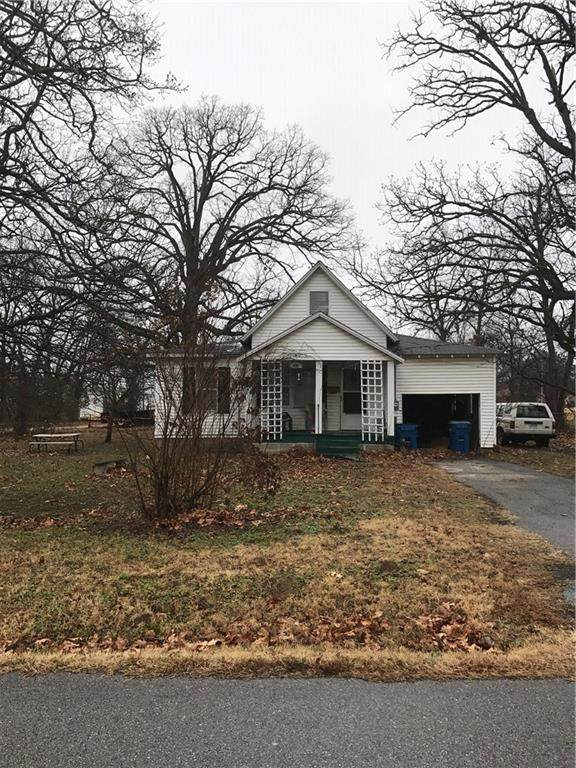 508 SW D Street, Bentonville, AR 72712 (MLS #1035908) :: McNaughton Real Estate