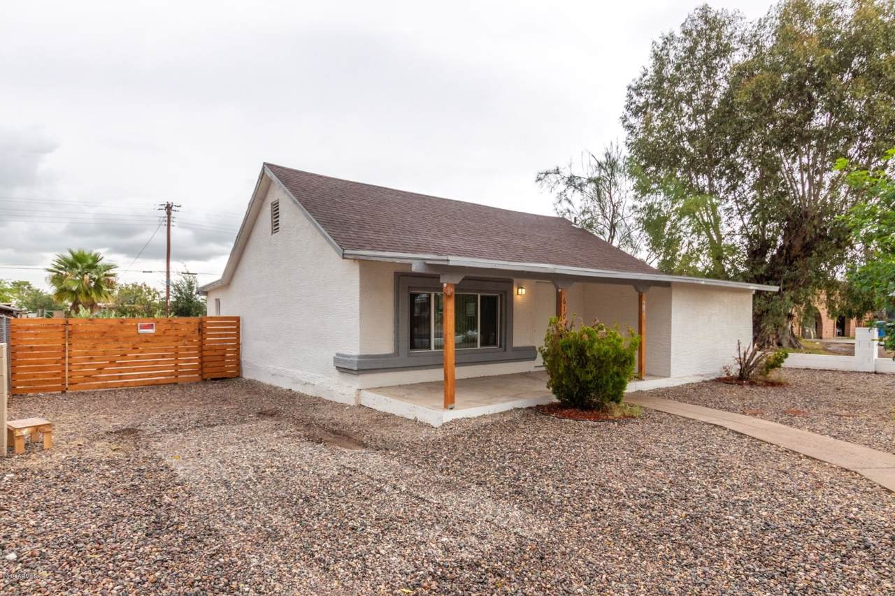 610 Roeser Road - Photo 1