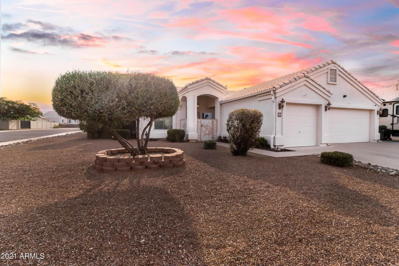 2100 Town And Country Drive - Photo 1