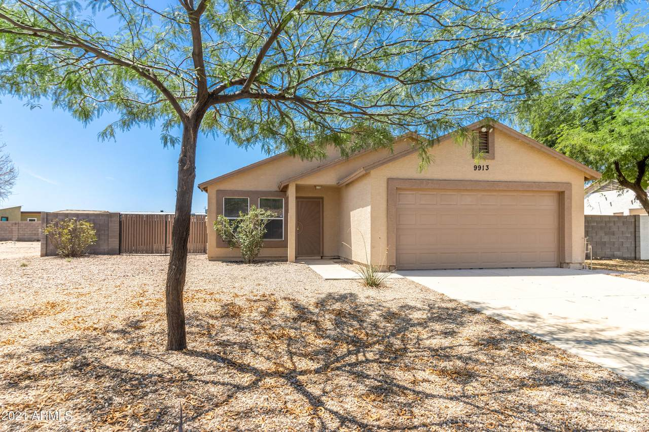 9913 W Sunbird Drive Place Front of Home