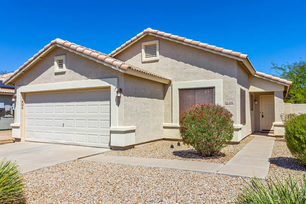 1540 E Peregrine Trail Front of Home