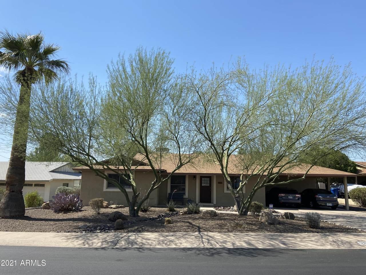 703 Saguaro Drive - Photo 1