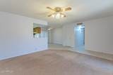 909 Roslyn Place - Photo 8