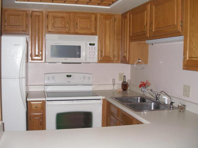 10330 W Thunderbird Boulevard C226, Sun City, AZ 85351 (MLS #5706881) :: Private Client Team