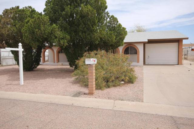 947 N Grand Drive, Apache Junction, AZ 85120 (MLS #5756064) :: Yost Realty Group at RE/MAX Casa Grande