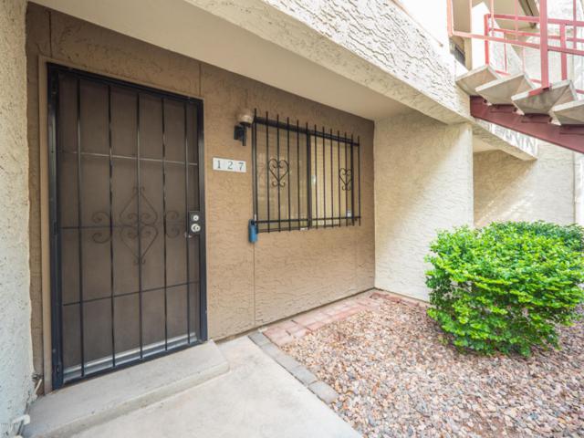 3301 E Earll Drive #127, Phoenix, AZ 85018 (MLS #5796899) :: The Sweet Group