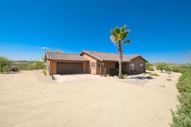 1404 N Vulture Mine Road, Wickenburg, AZ 85390 (MLS #5803474) :: Yost Realty Group at RE/MAX Casa Grande