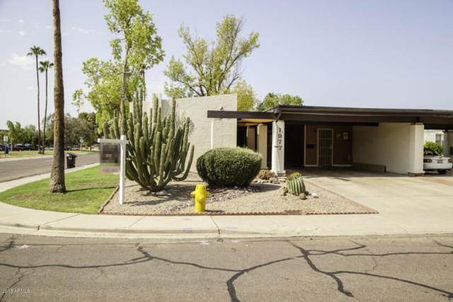 1977 E Del Sur Drive, Tempe, AZ 85283 (MLS #5808696) :: Yost Realty Group at RE/MAX Casa Grande