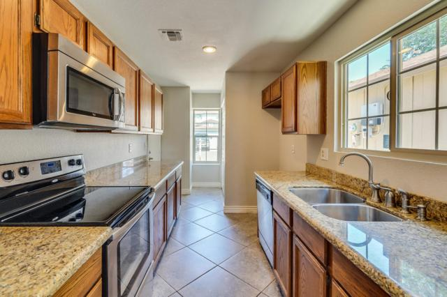 1915 S 39TH Street #117, Mesa, AZ 85206 (MLS #5824115) :: The Everest Team at My Home Group