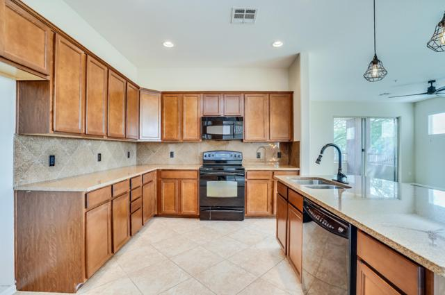250 W Queen Creek Road #242, Chandler, AZ 85248 (MLS #5855681) :: The Bill and Cindy Flowers Team