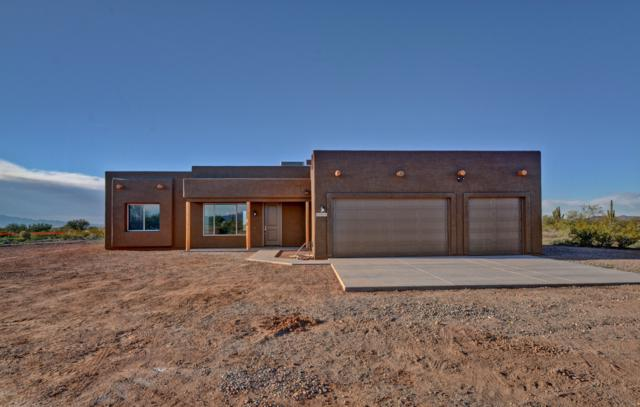 38020 N 251st Avenue, Morristown, AZ 85342 (MLS #5856570) :: Scott Gaertner Group