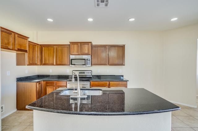37138 W Mondragone Lane, Maricopa, AZ 85138 (MLS #5857260) :: Yost Realty Group at RE/MAX Casa Grande
