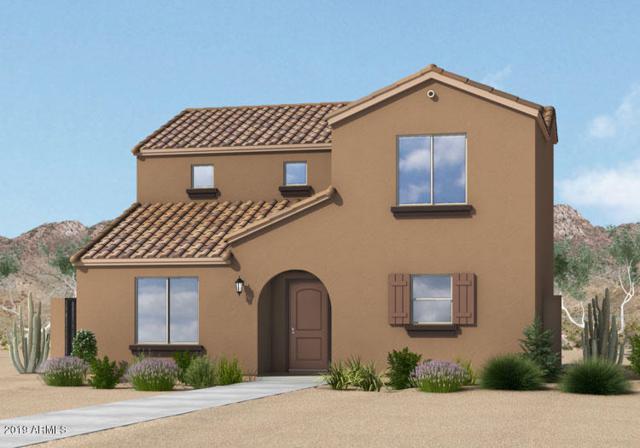 8231 W Illini Street, Phoenix, AZ 85043 (MLS #5871333) :: Kortright Group - West USA Realty