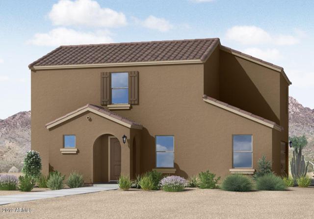 8253 W Illini Street, Phoenix, AZ 85043 (MLS #5871337) :: Kortright Group - West USA Realty