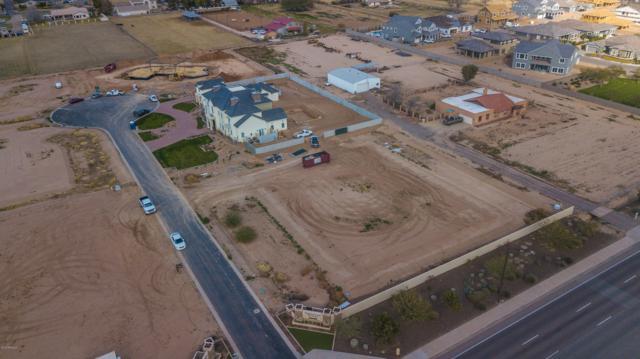 3183 S Penrose Court, Gilbert, AZ 85295 (MLS #5871915) :: The Wehner Group