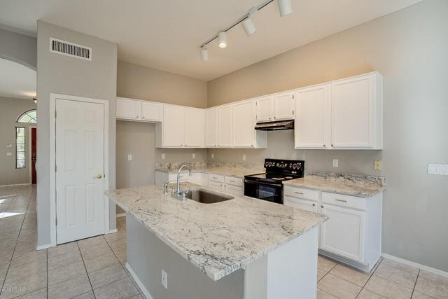 779 E Stottler Drive, Gilbert, AZ 85296 (MLS #5900562) :: Yost Realty Group at RE/MAX Casa Grande
