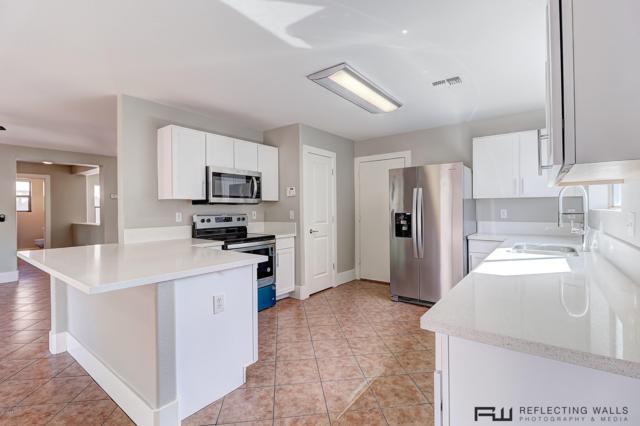2428 W Bloch Road, Phoenix, AZ 85041 (MLS #5910402) :: CC & Co. Real Estate Team