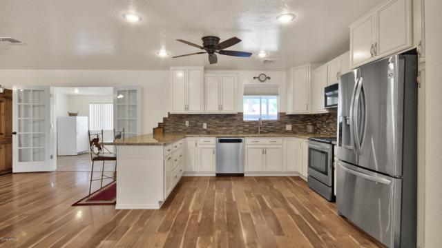 8122 N 55TH Drive, Glendale, AZ 85302 (MLS #5930839) :: Riddle Realty