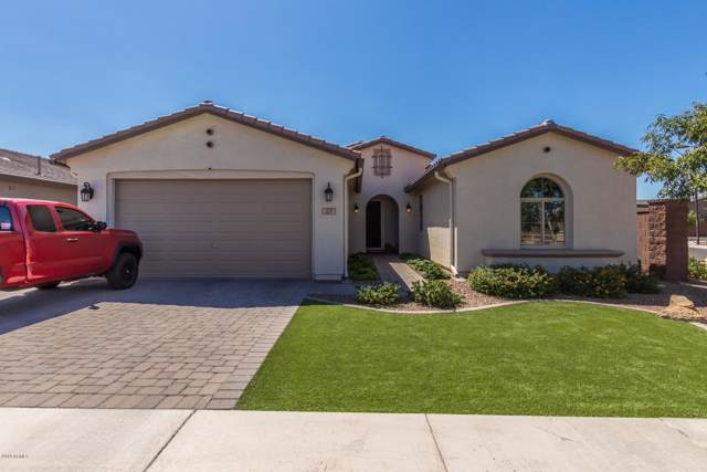 205 W Hackberry Avenue, Queen Creek, AZ 85140 (MLS #5981194) :: Kortright Group - West USA Realty
