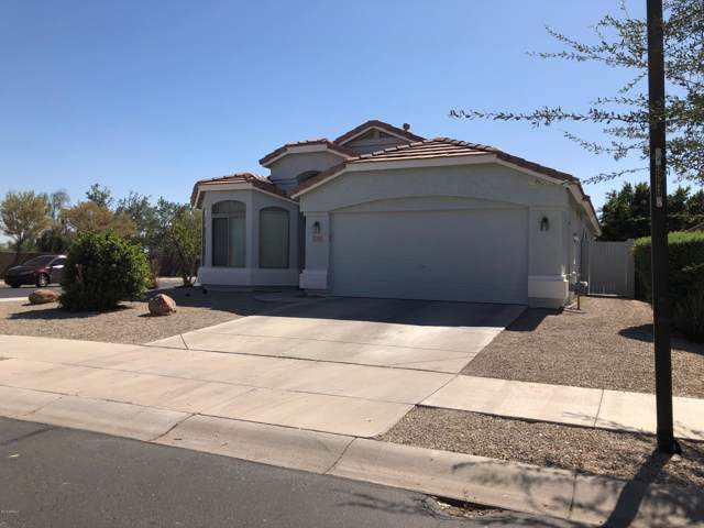 15713 W Latham Street, Goodyear, AZ 85338 (MLS #5990284) :: Kortright Group - West USA Realty