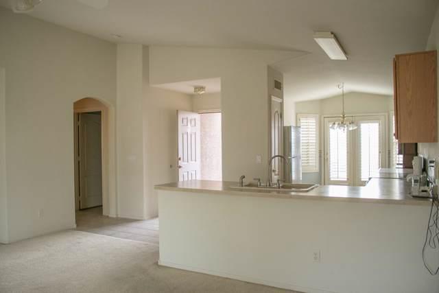 1422 E Cherry Hills Drive, Chandler, AZ 85249 (MLS #6026887) :: Brett Tanner Home Selling Team