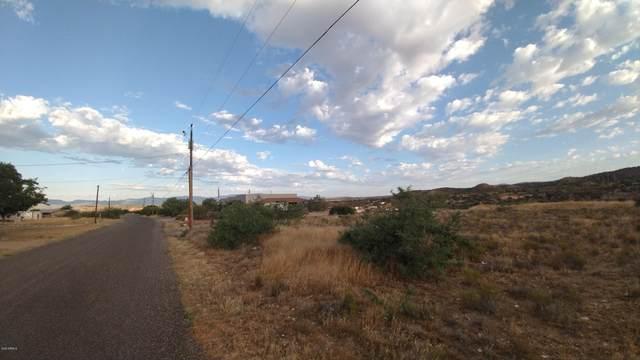 3600 E Airport Drive, Rimrock, AZ 86335 (MLS #6062121) :: Yost Realty Group at RE/MAX Casa Grande