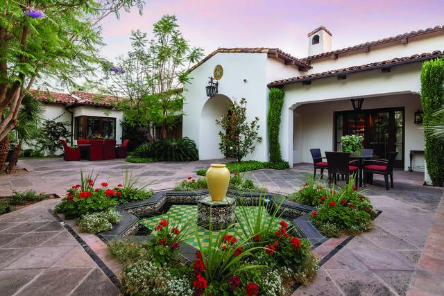 5320 N Casa Blanca Drive, Paradise Valley, AZ 85253 (MLS #6068646) :: The Bill and Cindy Flowers Team