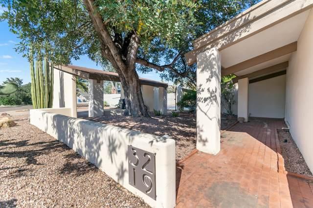3219 E Minnezona Circle, Phoenix, AZ 85018 (MLS #6068878) :: The Laughton Team